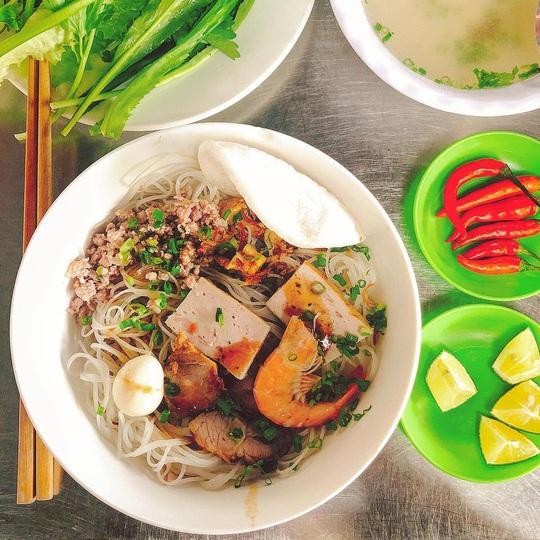 Những khu ẩm thực nổi tiếng hút khách ở Đà Nẵng - Ảnh 12.
