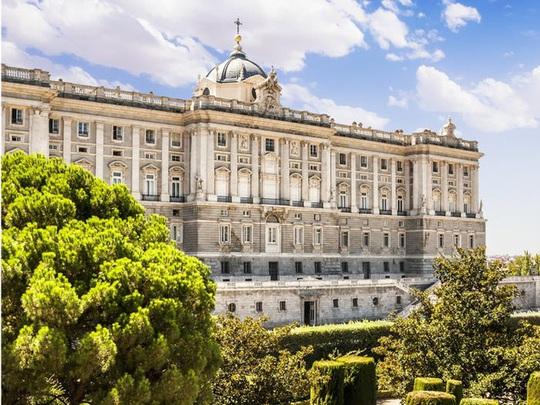 Những cung điện hoàng gia xa hoa trên thế giới - Ảnh 2.
