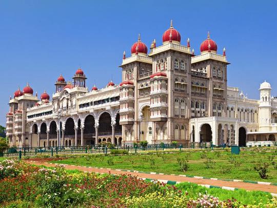 Những cung điện hoàng gia xa hoa trên thế giới - Ảnh 7.