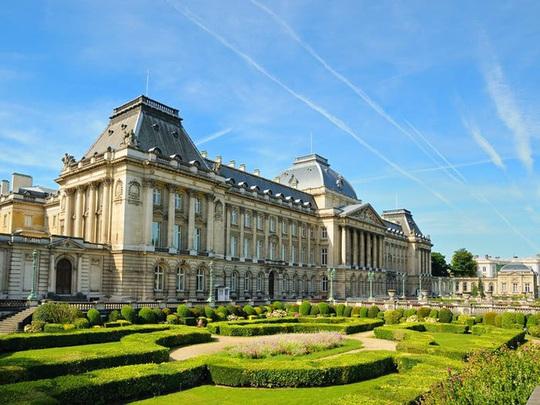 Những cung điện hoàng gia xa hoa trên thế giới - Ảnh 8.