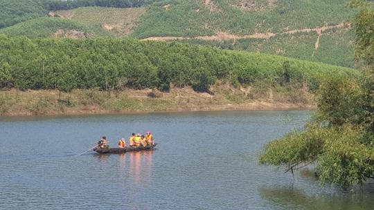 Công an thông tin nguyên nhân vụ đò chở 12 người bị chìm - Ảnh 2.