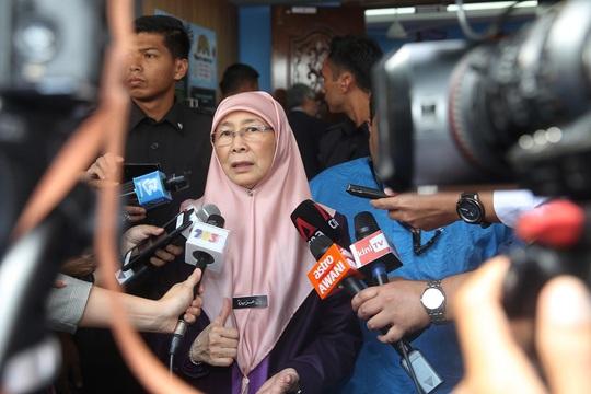 Hàng trăm người rời tàu ở Campuchia, Malaysia xác nhận du khách dương tính lần 2 với Covid-19 - Ảnh 2.