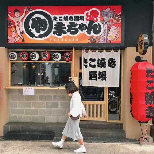 Những khu ẩm thực nước ngoài hút khách tại ngay TP HCM - Ảnh 1.
