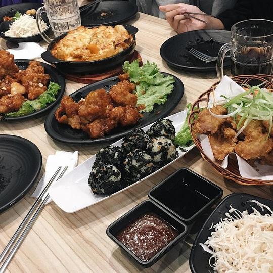 Những khu ẩm thực nước ngoài hút khách tại ngay TP HCM - Ảnh 12.
