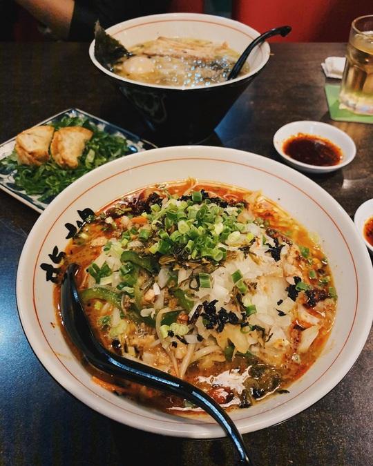 Những khu ẩm thực nước ngoài hút khách tại ngay TP HCM - Ảnh 6.
