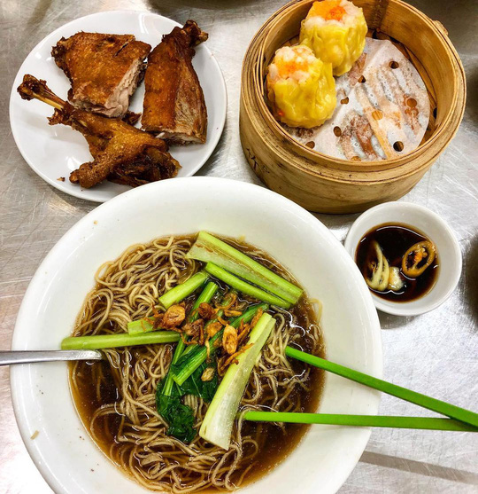 Những khu ẩm thực nước ngoài hút khách tại ngay TP HCM - Ảnh 7.