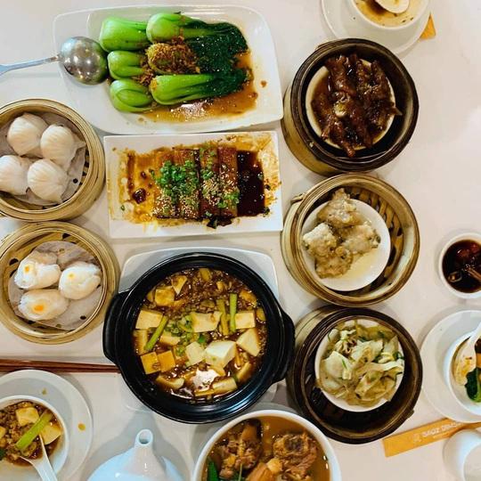Những khu ẩm thực nước ngoài hút khách tại ngay TP HCM - Ảnh 8.