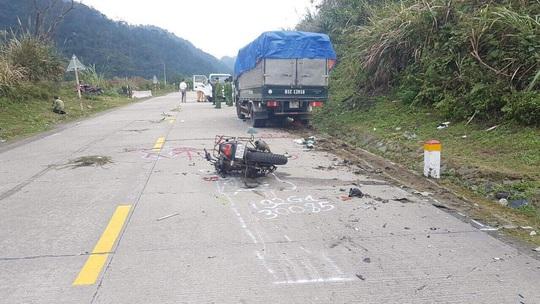 Xe máy tông xe tải, 2 du khách người Đức tử vong - Ảnh 1.