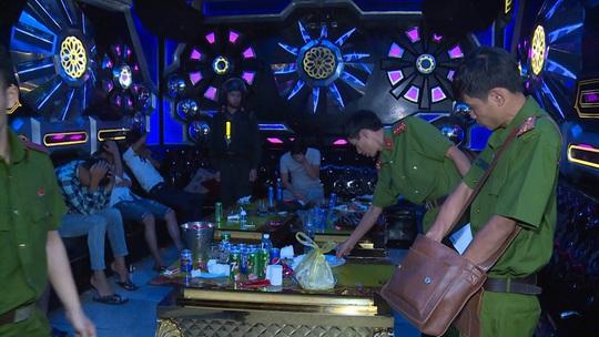 Hai ổ ma túy trong quán karaoke ở Đồng Nai - Ảnh 1.
