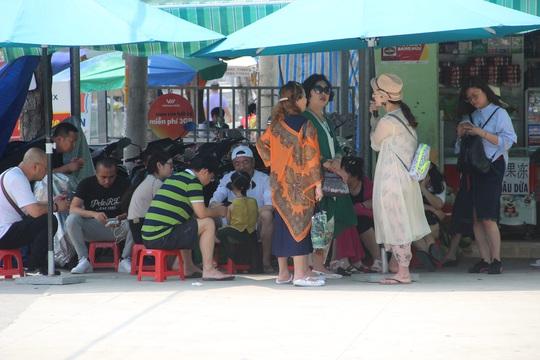 Hơn 5.300 người Trung Quốc bị mắc kẹt ở Khánh Hòa - Ảnh 1.