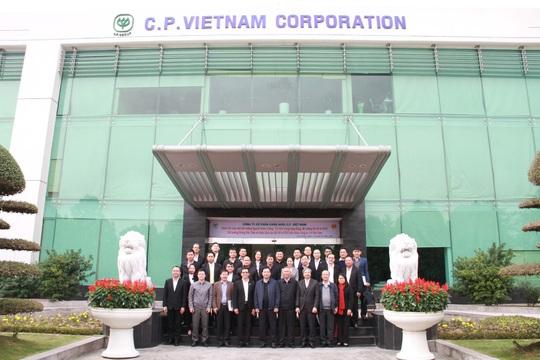 Bộ trưởng Nguyễn Xuân Cường đến thăm và làm việc cùng C.P. Việt Nam - Ảnh 4.