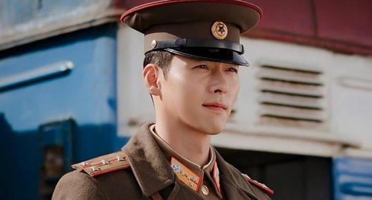 Tài tử Hyun Bin động viên người hâm mộ vượt Covid-19 - Ảnh 1.