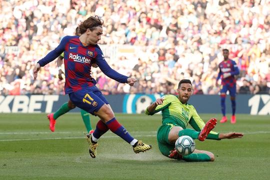 Messi lập cú poker, Barcelona thắng hủy diệt Eibar, lên ngôi đầu - Ảnh 5.