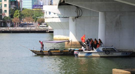 Buồn chuyện tình cảm, nam thanh niên nhảy cầu sông Hàn tự tử - Ảnh 1.