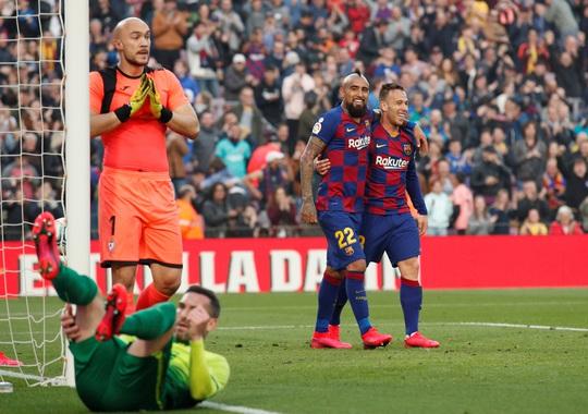 Messi lập cú poker, Barcelona thắng hủy diệt Eibar, lên ngôi đầu - Ảnh 9.