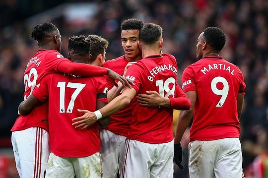 Tân binh Fernandes rực sáng, Man United bay vào Top 5 - Ảnh 8.