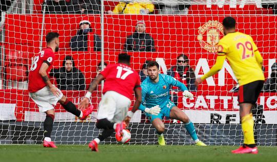 Tân binh Fernandes rực sáng, Man United bay vào Top 5 - Ảnh 3.