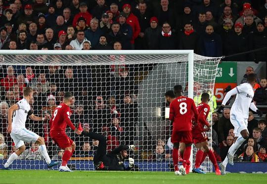 Ngược dòng ngoạn mục ở Anfield, Liverpool nối dài kỷ lục - Ảnh 3.
