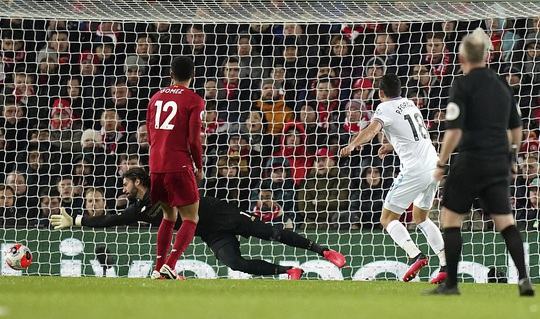 Ngược dòng ngoạn mục ở Anfield, Liverpool nối dài kỷ lục - Ảnh 4.