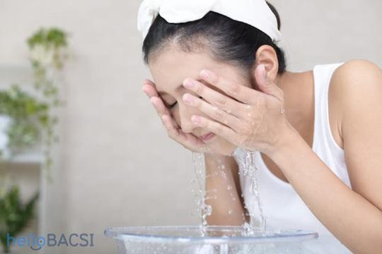 Mẹo chăm sóc da bằng nước muối sinh lý - Ảnh 5.