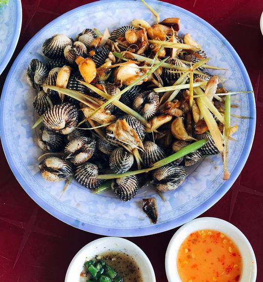 Mắt cá ngừ đại dương và loạt món ngon không nên bỏ qua tại Phú Yên - Ảnh 7.