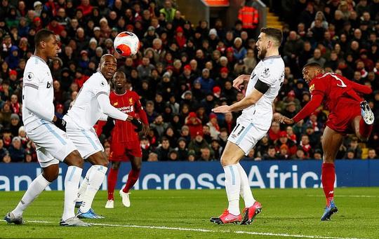 Ngược dòng ngoạn mục ở Anfield, Liverpool nối dài kỷ lục - Ảnh 2.