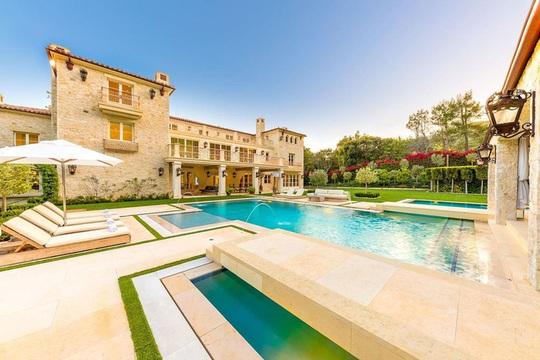 Biệt thự xa xỉ 7 triệu USD mà Hoàng tử Harry và vợ nhắm mua - Ảnh 1.