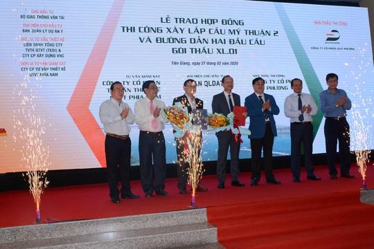 Trao quyết định thi công gói thầu đầu tiên của cầu Mỹ Thuận 2 - Ảnh 1.