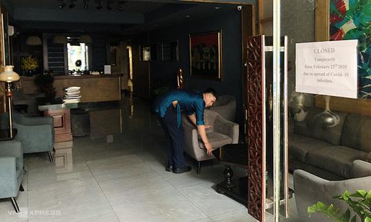 Nhiều khách sạn phố cổ Hà Nội đóng cửa vì ế khách - Ảnh 1.