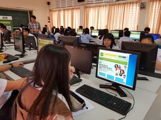 Dạy và học trực tuyến đối phó dịch bệnh do virus corona - Ảnh 1.