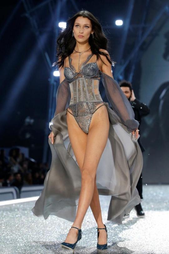 Xôn xao bê bối tình dục của hãng nội y Victorias Secret - Ảnh 3.