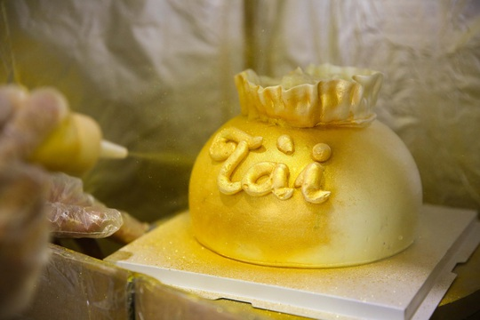 Bánh hũ vàng giá bạc triệu trong ngày vía Thần Tài - Ảnh 5.
