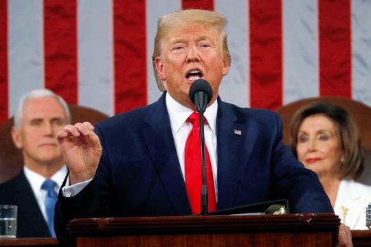 Clip bà Pelosi xé bản sao thông điệp liên bang của Tổng thống Donald Trump - Ảnh 5.