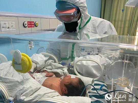 Virus corona: Lây nhiễm qua tử cung là không thể xảy ra? - Ảnh 1.