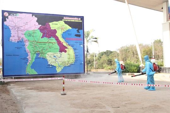 Chùm ảnh: Biên phòng Quảng Trị tạm đóng cửa khẩu phụ, để chặn dịch nCoV - Ảnh 10.
