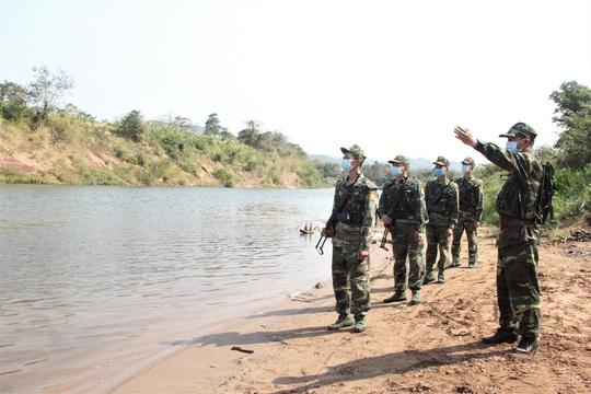 Chùm ảnh: Biên phòng Quảng Trị tạm đóng cửa khẩu phụ, để chặn dịch nCoV - Ảnh 5.