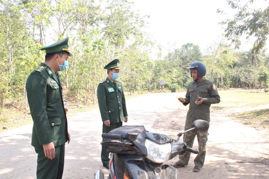 Chùm ảnh: Biên phòng Quảng Trị tạm đóng cửa khẩu phụ, để chặn dịch nCoV - Ảnh 7.