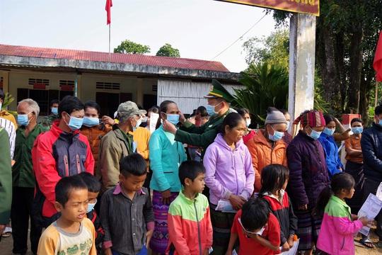 Chùm ảnh: Biên phòng Quảng Trị tạm đóng cửa khẩu phụ, để chặn dịch nCoV - Ảnh 9.