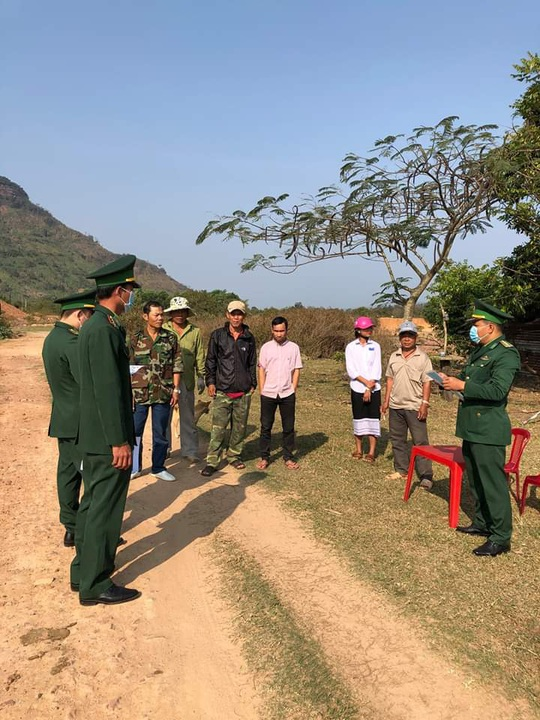 Chùm ảnh: Biên phòng Quảng Trị tạm đóng cửa khẩu phụ, để chặn dịch nCoV - Ảnh 3.