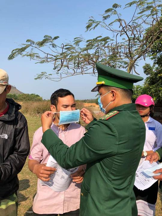 Chùm ảnh: Biên phòng Quảng Trị tạm đóng cửa khẩu phụ, để chặn dịch nCoV - Ảnh 8.