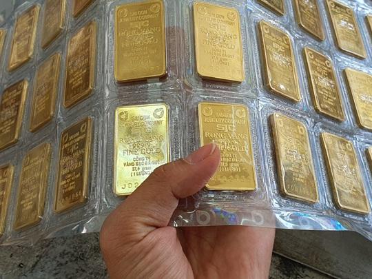 Thị trường chao đảo, giá vàng chỉ còn hơn 43 triệu đồng/lượng - Ảnh 1.