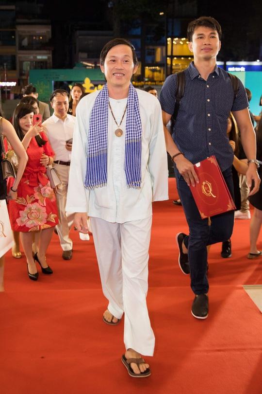 Cuộc sống an nhiên của danh hài Hoài Linh ở tuổi 51 - Ảnh 8.