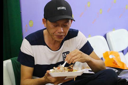 Cuộc sống an nhiên của danh hài Hoài Linh ở tuổi 51 - Ảnh 10.