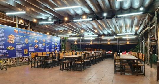 Nhà hàng thua lỗ, đóng cửa, nhân viên mất việc vì dịch bệnh corona - Ảnh 1.