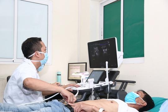 Bác sĩ giải thích vì sao dân văn phòng hay bị viêm đường tiết niệu - Ảnh 3.