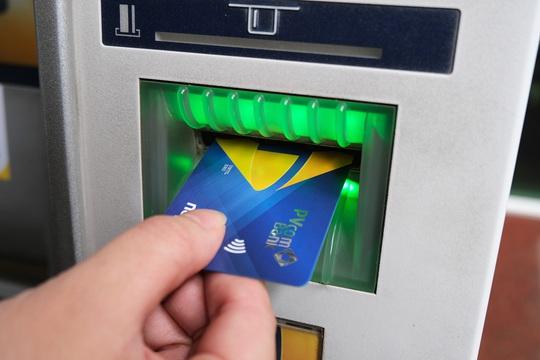 PVcomBank chip hóa thẻ ATM nội địa - Ảnh 1.