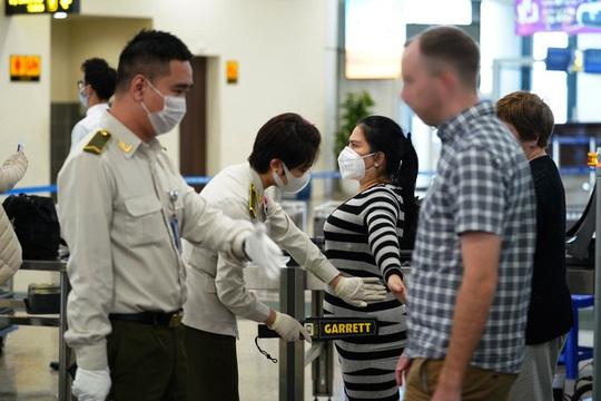 Tăng cường ngăn chặn dịch bệnh từ đường hàng không - Ảnh 1.