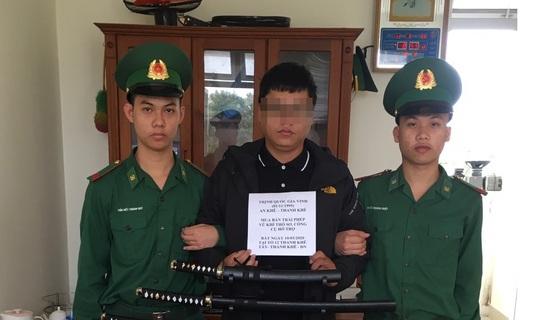 Đà Nẵng: Bắt nam thanh niên buôn bán cả kho hàng nóng - Ảnh 1.