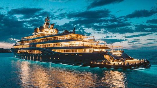 Cận cảnh siêu du thuyền của tỷ phú giàu nhất hành tinh - Ảnh 1.
