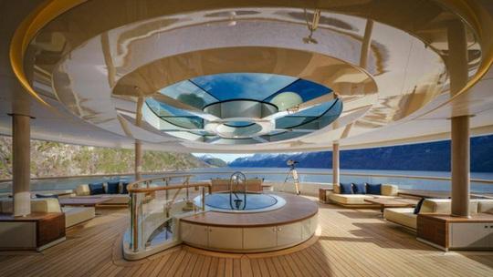 Cận cảnh siêu du thuyền của tỷ phú giàu nhất hành tinh - Ảnh 3.